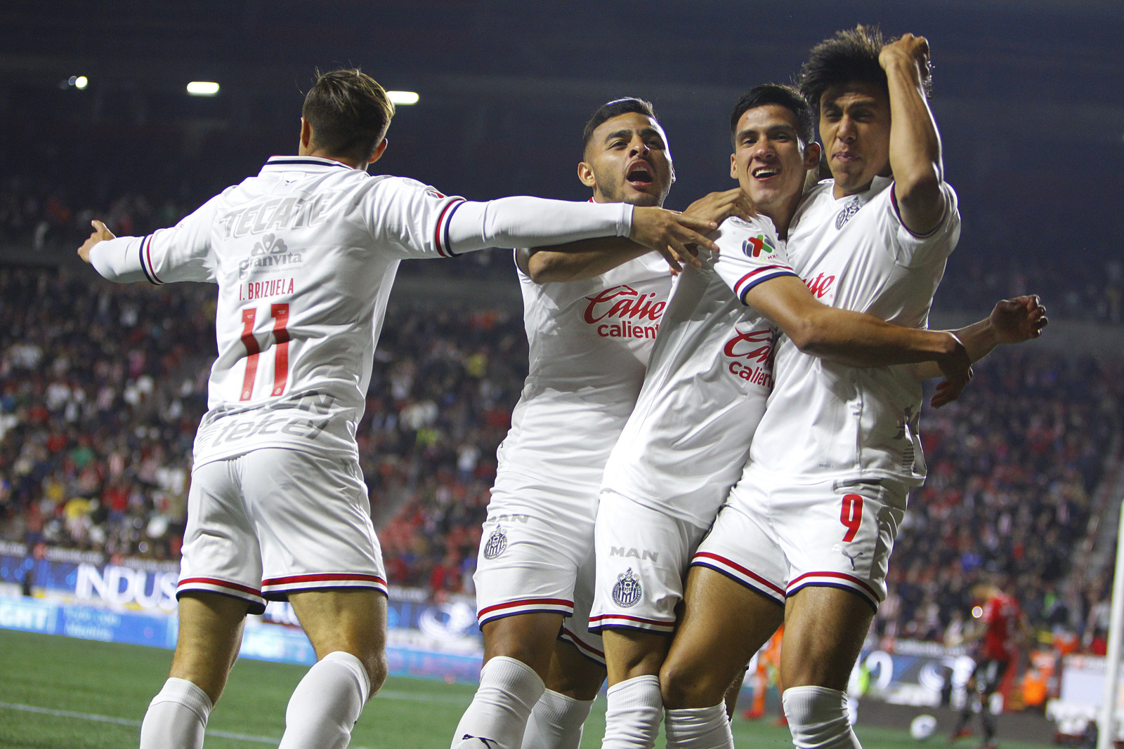Early goal helps Chivas scrape by 10-man Tijuana